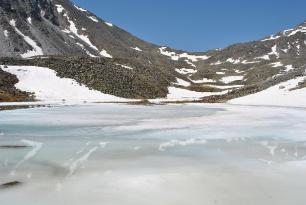 Хрустальное озеро в июне