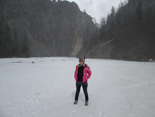 снег по дороге на Мунку Сардык