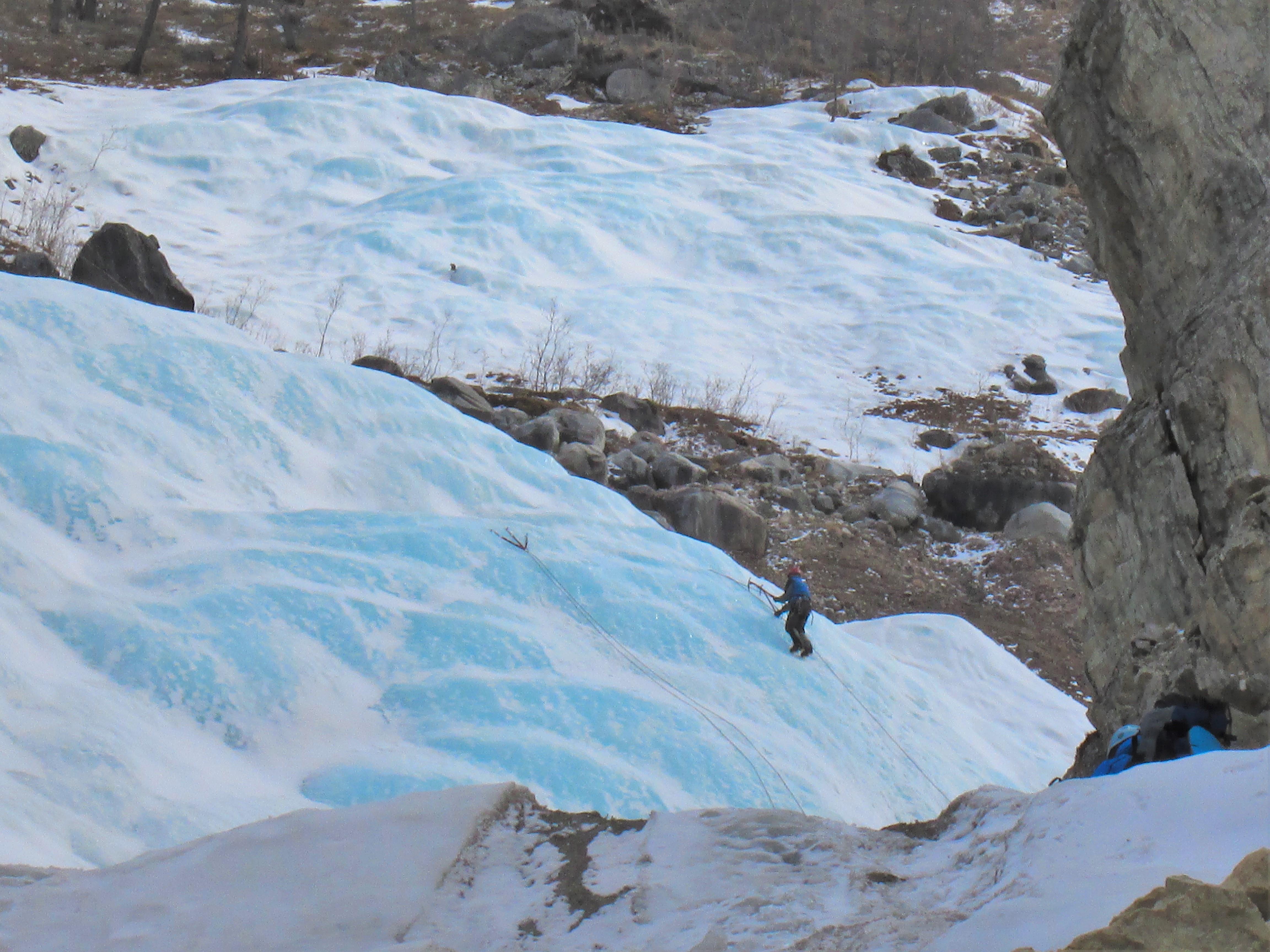 Альпинисты на пути до Мунку-Сардык